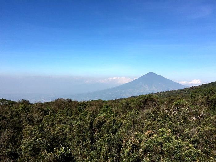 View Gunung papandayan ke Timur