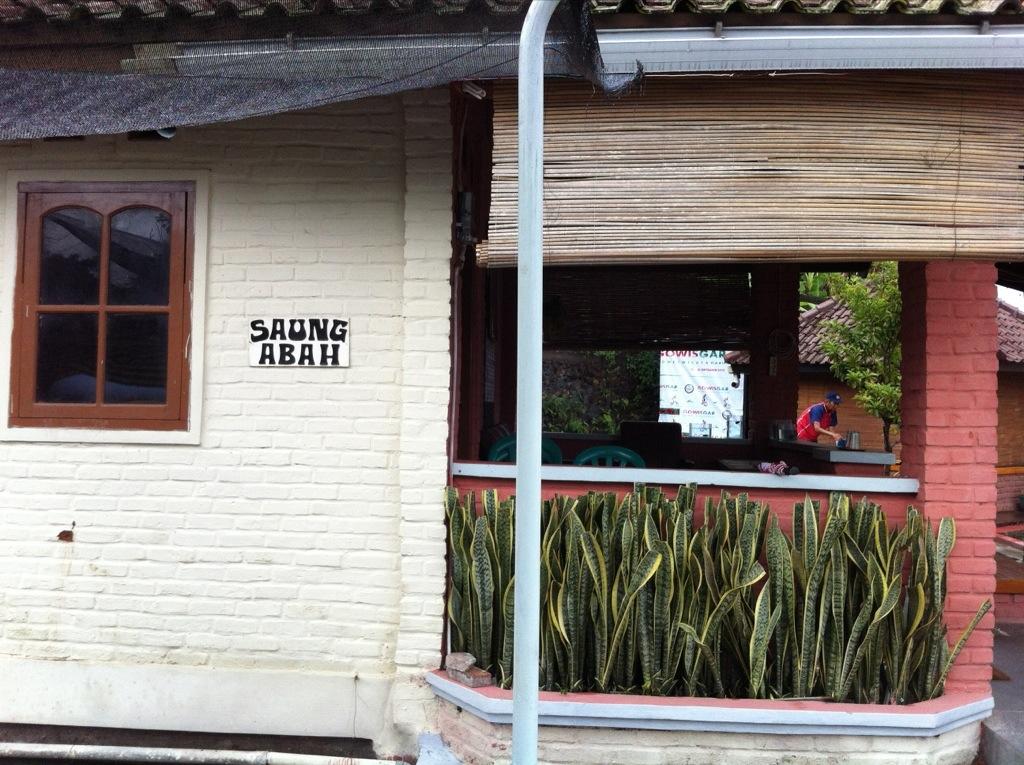 Villa Abah Cipanas Penginapan Alternatif