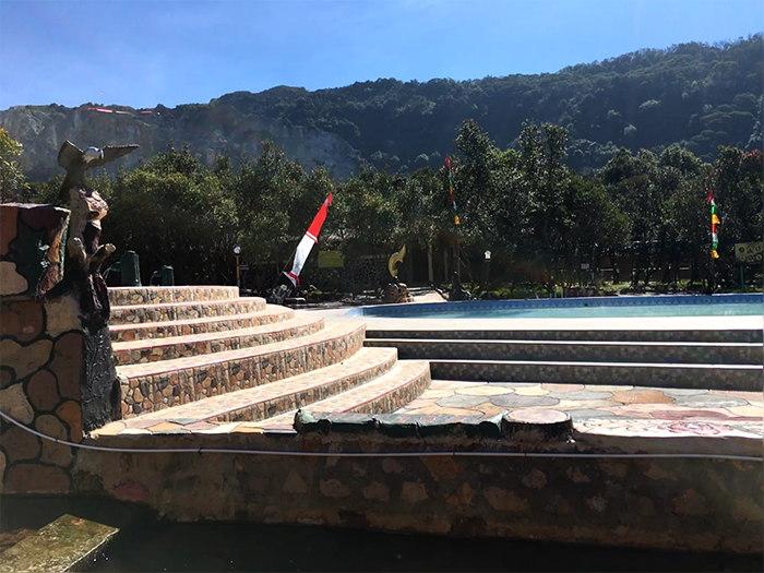 kolam renang gunung papandayan