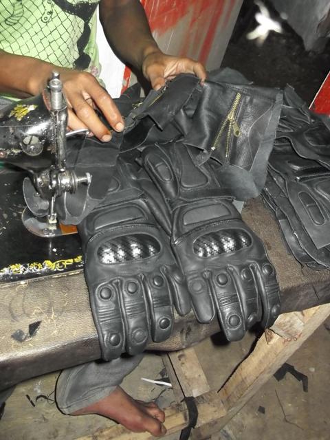 Home Industri Sarung tangan motor kulit garut